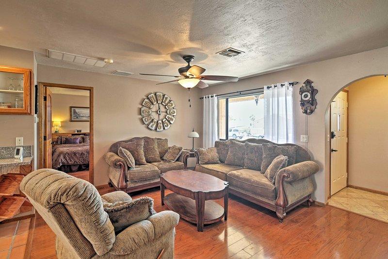 Entspannen Sie sich in diesem charmanten 2-Schlafzimmer, 2-Bad Arizona Ferienhaus mieten.