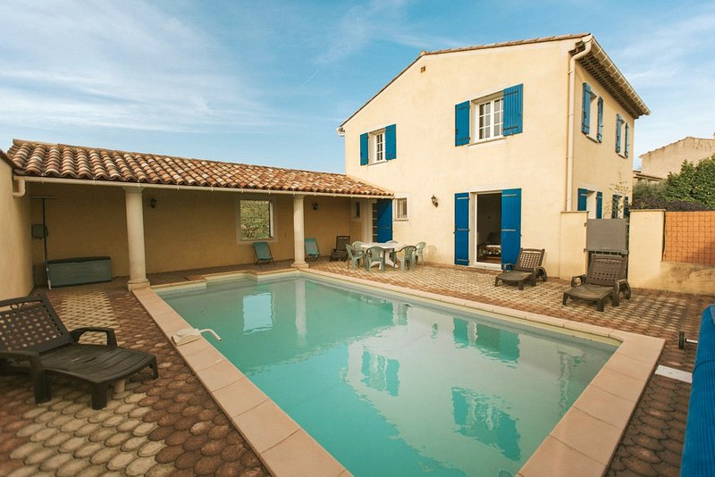 Spacious villa with swimming-pool, holiday rental in Saint-Pierre de Vassols