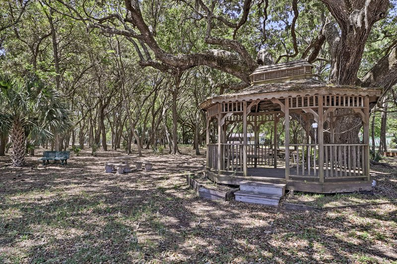 Main attractions of Dauphin Island reside nearby!