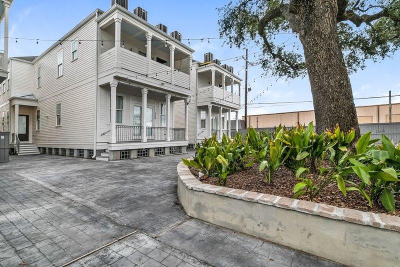 Edificio de la propiedad / patio