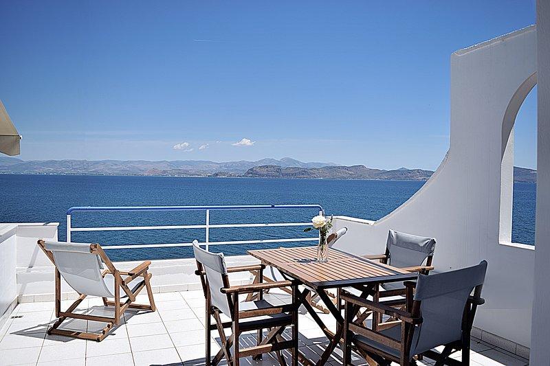 Sea View Studio Apartment, close to Nafplio, Kiveri, location de vacances à Kiveri