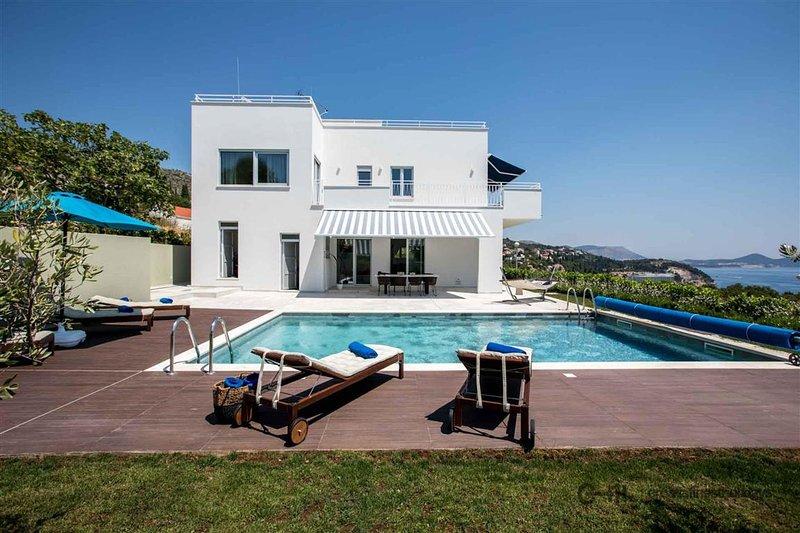Villa Bella Orasac - Modern villa with pool and garden near Dubrovnik, holiday rental in Orasac