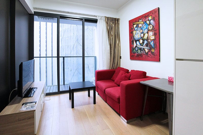 DOWNTOWN CBD, 1-BR WALK TO TANJONG PAGAR MRT, holiday rental in Singapore