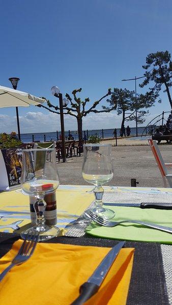 Un buen restaurante en el lago