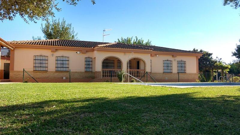 Casa Eucaliptal, holiday rental in Los Palacios y Villafranca