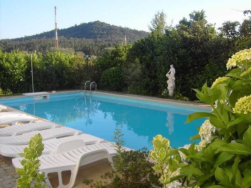 Spacious villa with swimming-pool, location de vacances à Facha