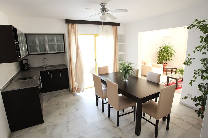 (825) Superior Apartment Two Bedroom 70 m2 (6 adults), holiday rental in Turunc