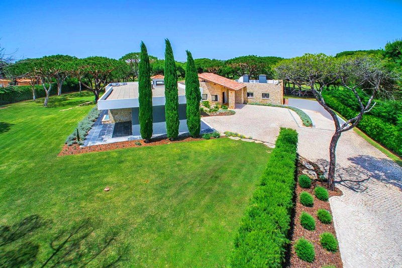 Quinta do Lago Villa Sleeps 18 with Pool Air Con and WiFi - 5479808, holiday rental in Vale do Garrao