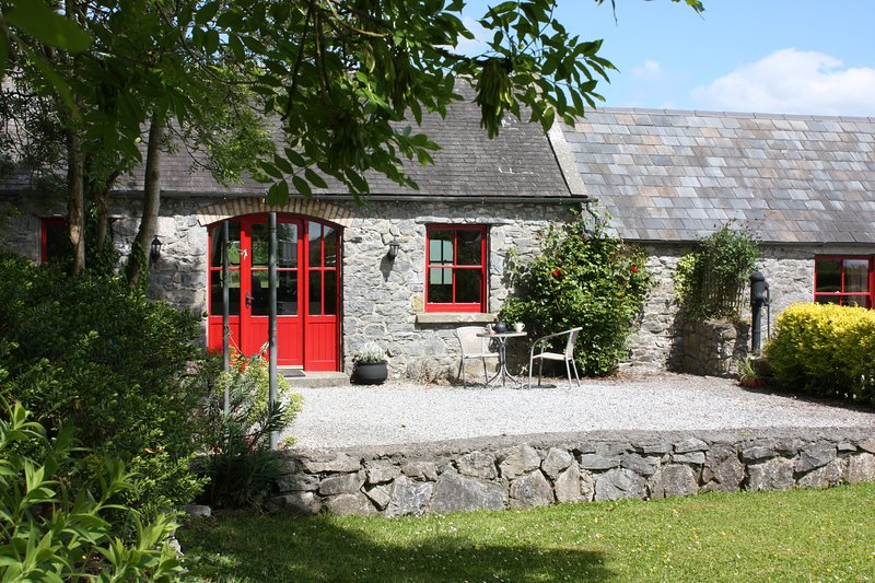 Fuchsia Lane Farm Terryglass Ireland - Granary Cottage, holiday rental in Kinnitty