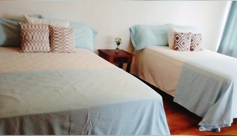 West End: room for 4 guests in a tropical island// Shuttle FREE from Airport – semesterbostad i West End