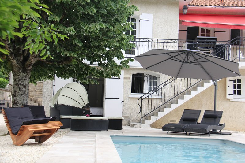 Kom cocoonen bij Rés. Les Frugères met zwembad en hottub nabij de Golf !, vacation rental in Jarnac