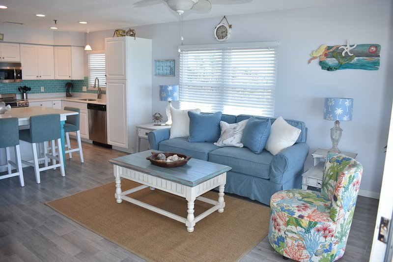 New tile in Comfy, Beachy Living Room. Big Screen TV, Blu-Ray Player, Gorgeous views of the Gulf!