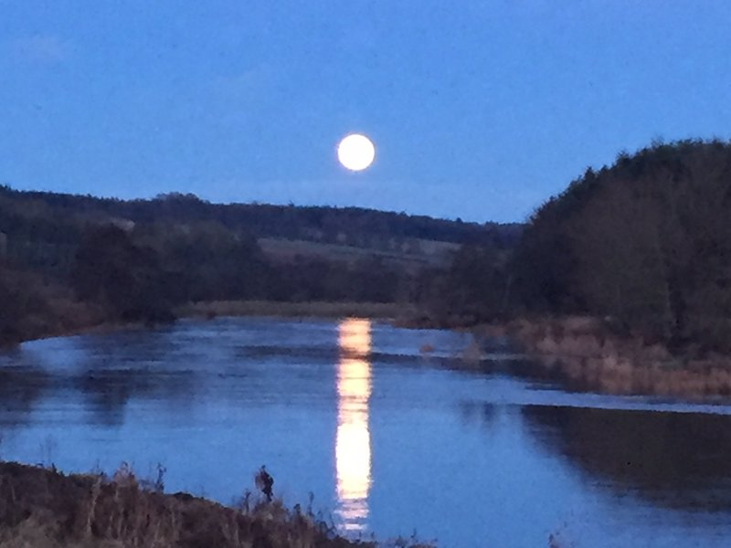 Full moon rising up over the River Earn