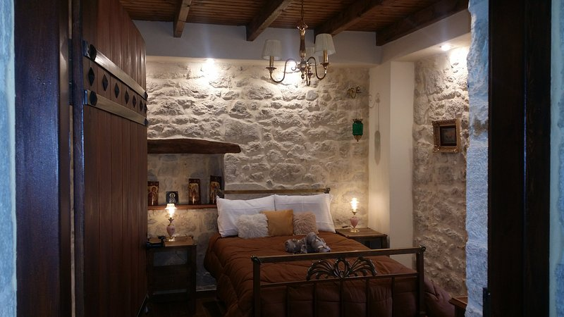 Traditional Cozy stonehouse, 1 bedroom, livingroom, kitchen, Free Wifi & parking, Ferienwohnung in Vasiliki