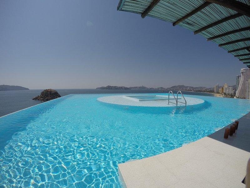 Las Palmas Apartment, modern and Hotel amenities ., vacation rental in Acapulco