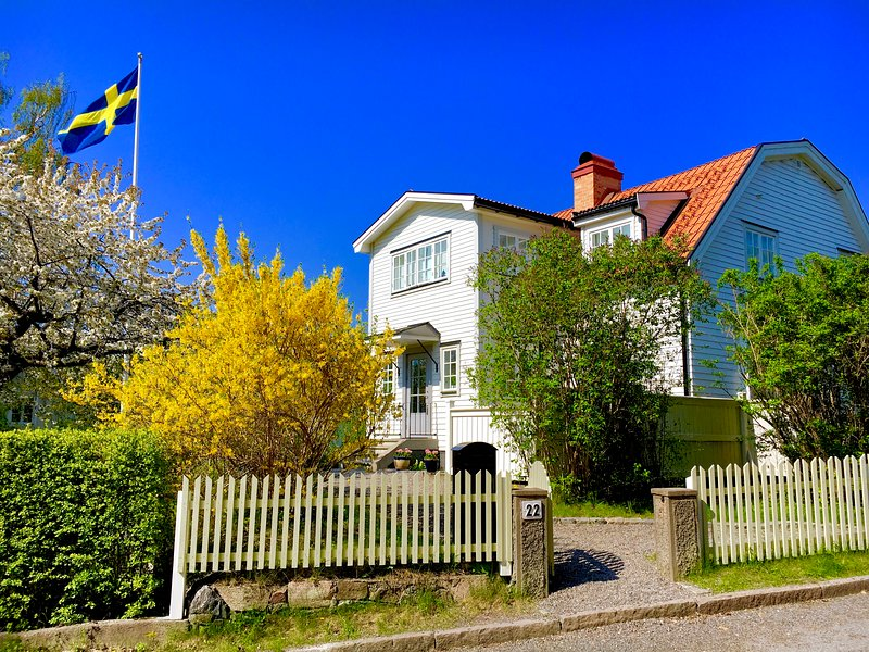 Top location in idyllic neighbourhood near the city, holiday rental in Stockholm