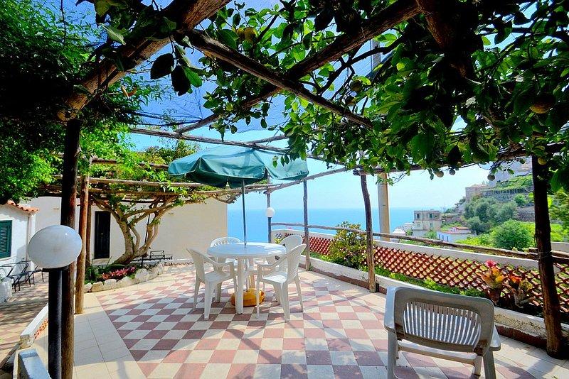 Amalfi Villa Sleeps 8 with Air Con and WiFi - 5228350, holiday rental in Amalfi