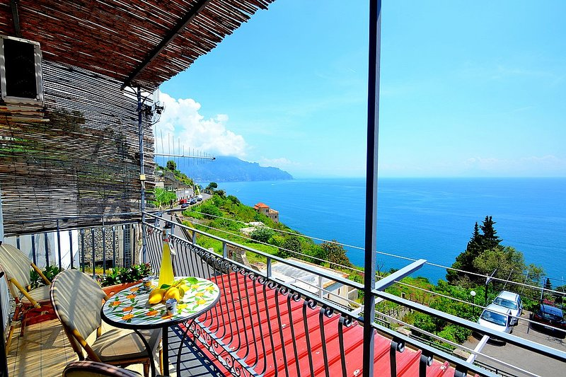 Amalfi Apartment Sleeps 4 with Air Con - 5228929, vacation rental in Vettica