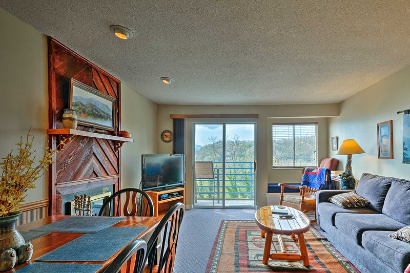The Great Smoky Mountains are calling at this 2-bd, 2-ba vacation rental condo.
