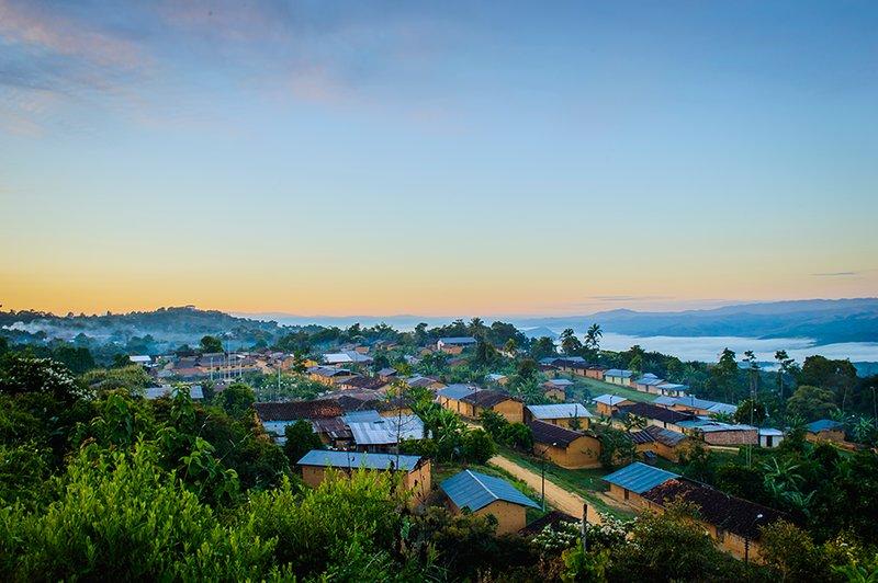amanecer lamisto visto de la parte alta del barrio wayku