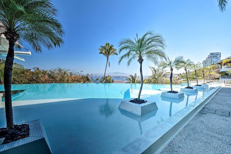 Har tillgång till utväg poolen i Horizon Condominiums samhälle.