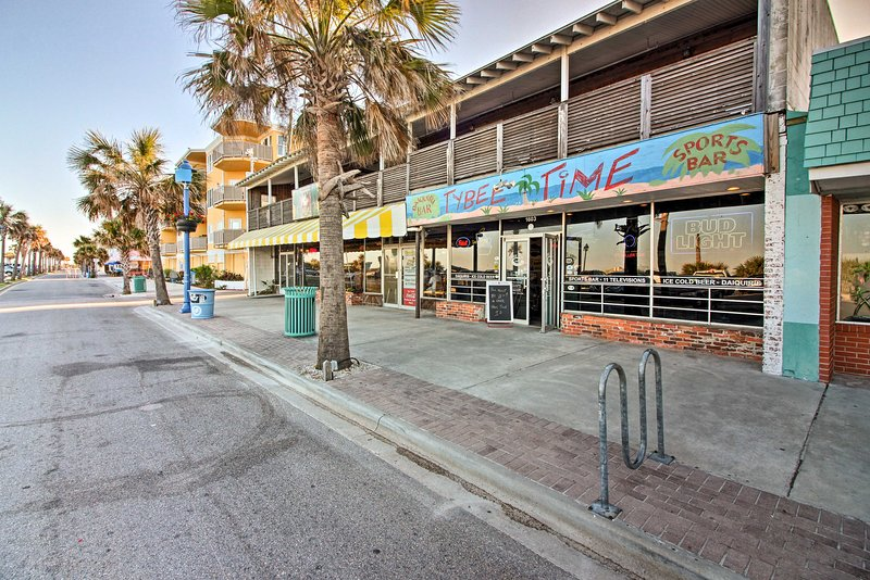 Restaurants, shops, entertainment and more await just steps from your front door!