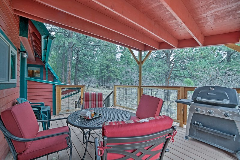Cozy Monticello Cabin w/Porch by Comb Ridge Ruins!, holiday rental in Monticello