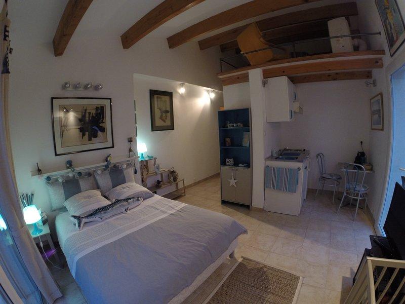 Chambre Studio au cœur du Brusc,Piscine, SPA, holiday rental in Ile des Embiez
