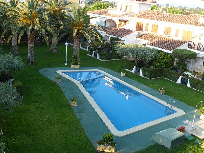 Duplex 3 chambres spacieux résidence piscine proche plage Carregador, holiday rental in Alcala de Xivert
