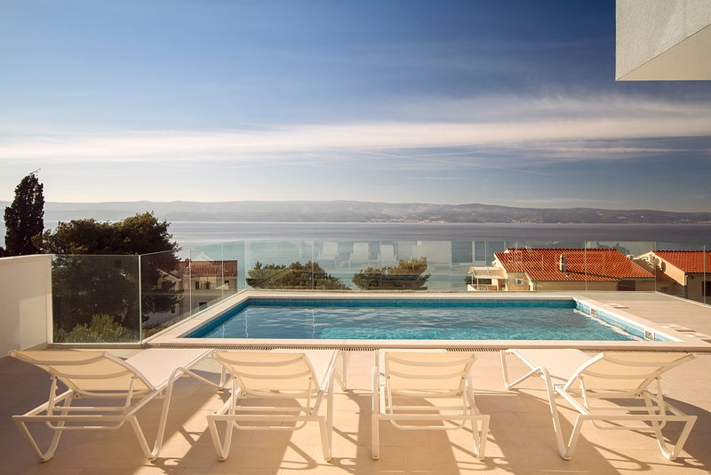 Duce Villa Sleeps 8 with Pool and Air Con - 5624519, alquiler de vacaciones en Duce