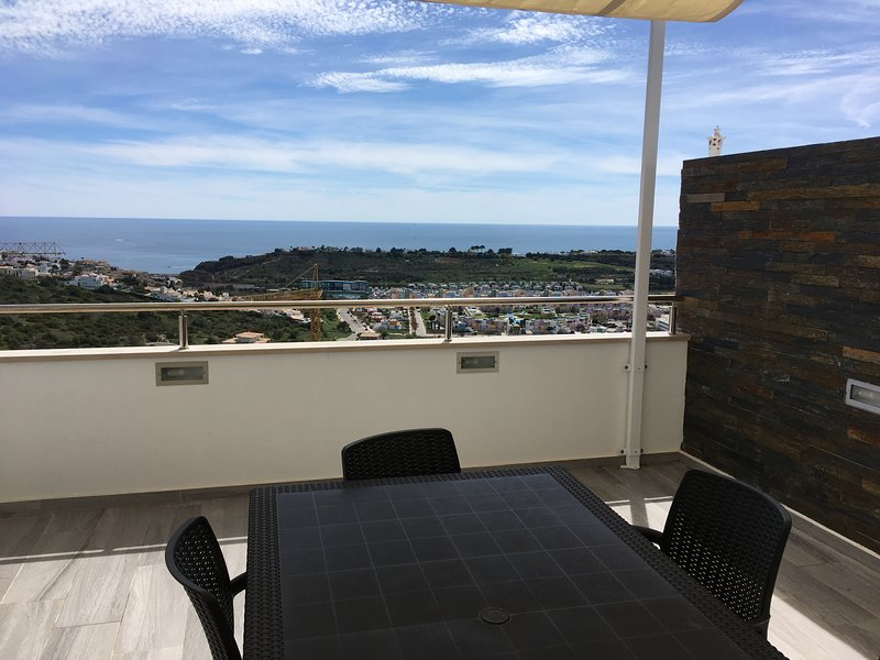 Penthouse 2 bedroom apartment with Stunning Panoramic Sea Views, air con, holiday rental in Albufeira