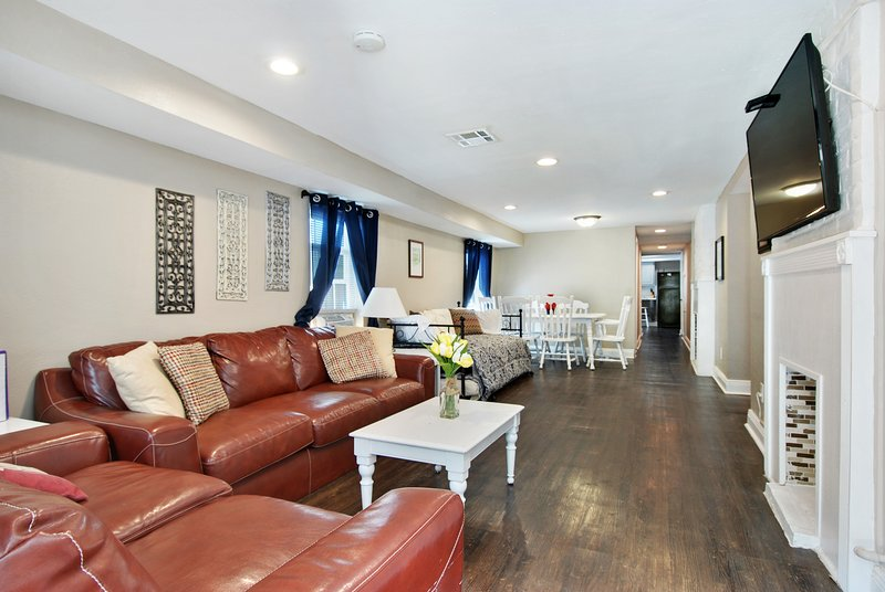 Living room and dining room. 49' cable HDTV. Trundle bed with two twin beds. Dining table.