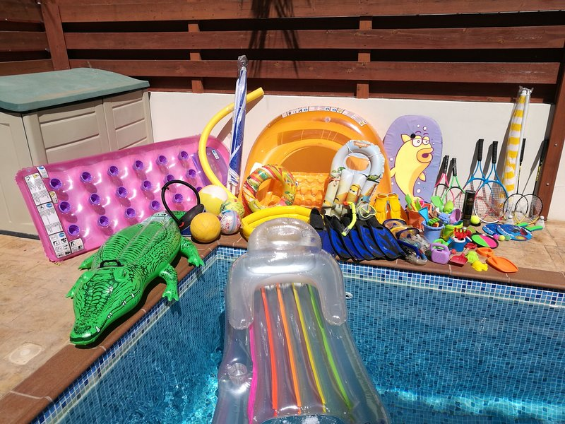 Pool and beach toys - April 2018