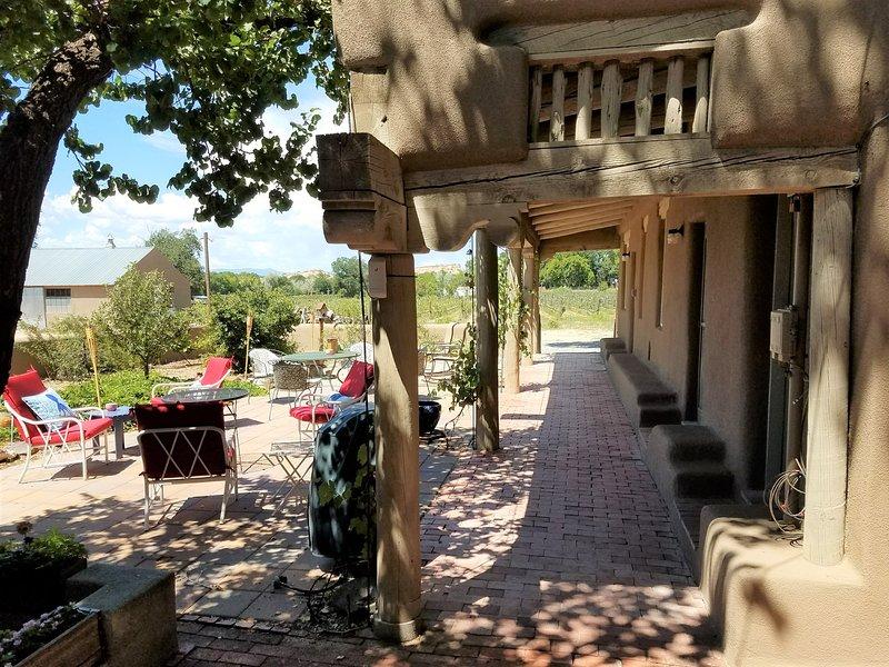 Vacation Casita Manzana (next to Vineyard in Nambe, Santa Fe County, NM, holiday rental in White Rock