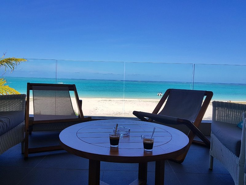 Summer Breeze 3 Bedrooms Beachfront Suite  by Dream Escapes Mauritius, casa vacanza a Pointe d'Esny