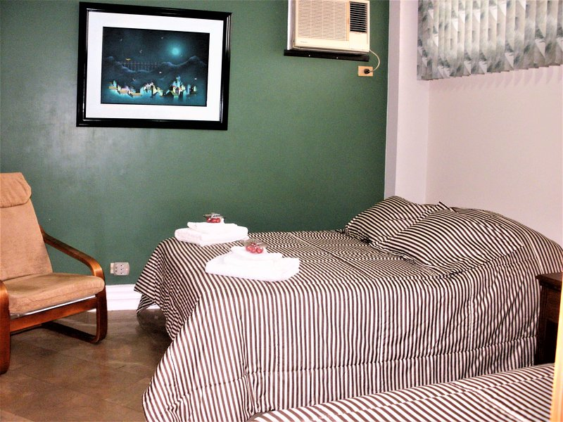 Bedroom 3:  1 full bed, 1 Twin and 1 extra Twin bed. Sleeps 4