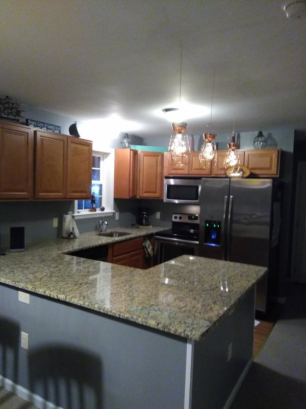Kitchen all new stainless steel appliances, dishwasher, granite countertop, ice/ water in refrig