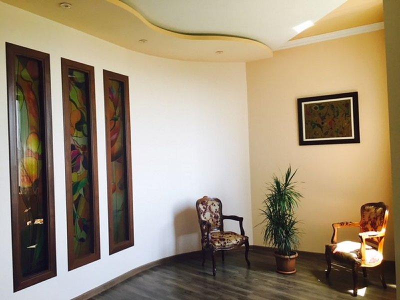 Een deel van de woonkamer en zithoek