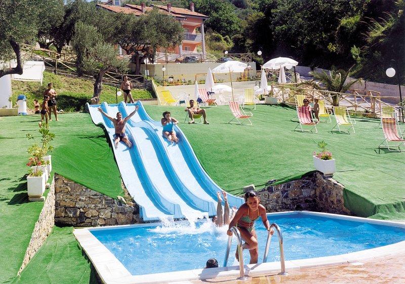 Residence Belvedere a Marina di Ascea, TRILOCALE tipo D 4 posti letto, vacation rental in Pioppi
