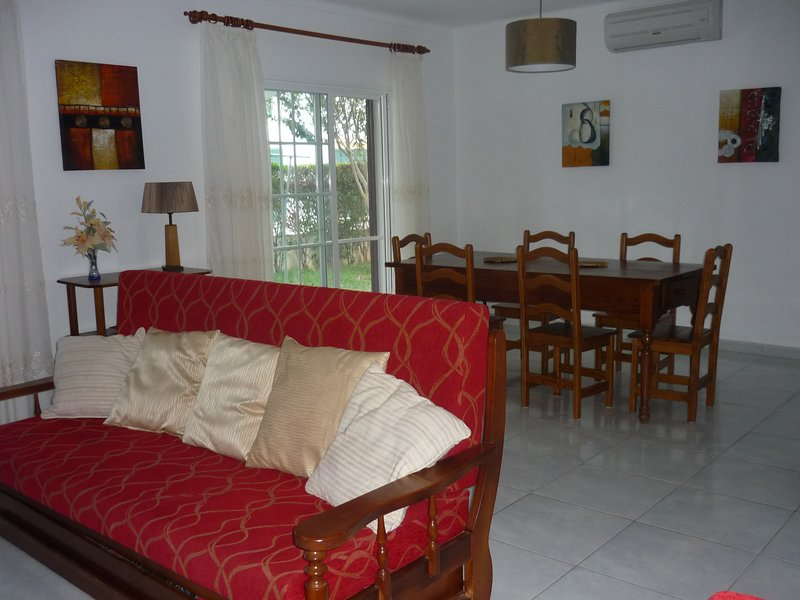 Altura, nice villa 2 minutes walk from the beach, vacation rental in Altura