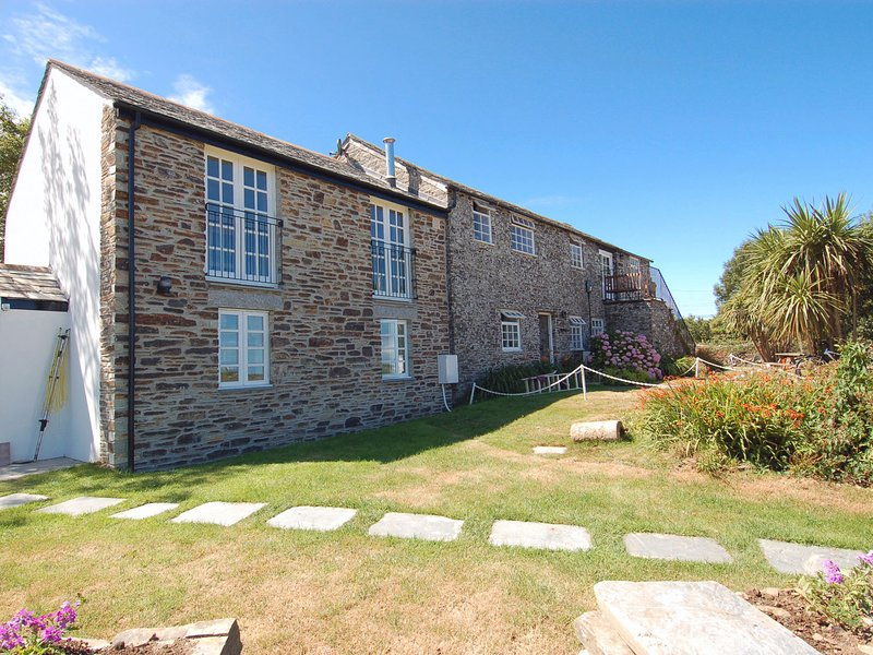 ATLANTIC VIEW, contemporary coastal cottage with outstanding sea views, vacation rental in Tintagel