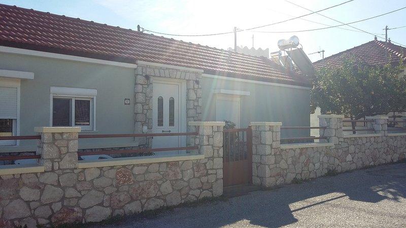 OLIVE TREE GARDEN HOUSE, holiday rental in Ialyssos