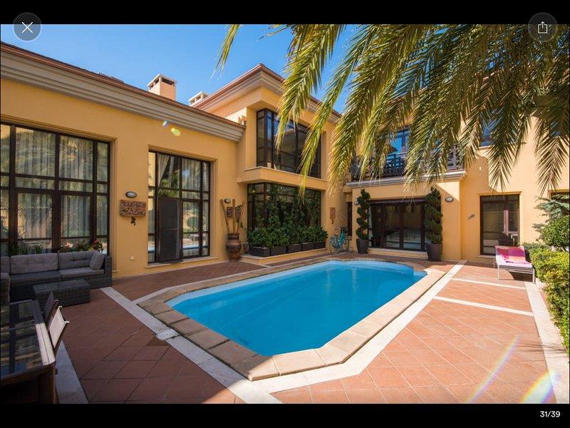 Majestic 3 Bedroom Villa, Private Swimming Pool, Puerto Banus, Marbella!, vacation rental in Marbella