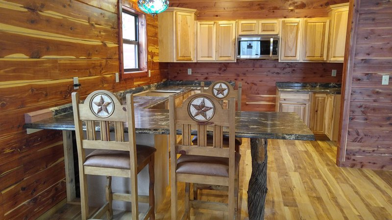 Fully equipped kitchen, eating bar and table