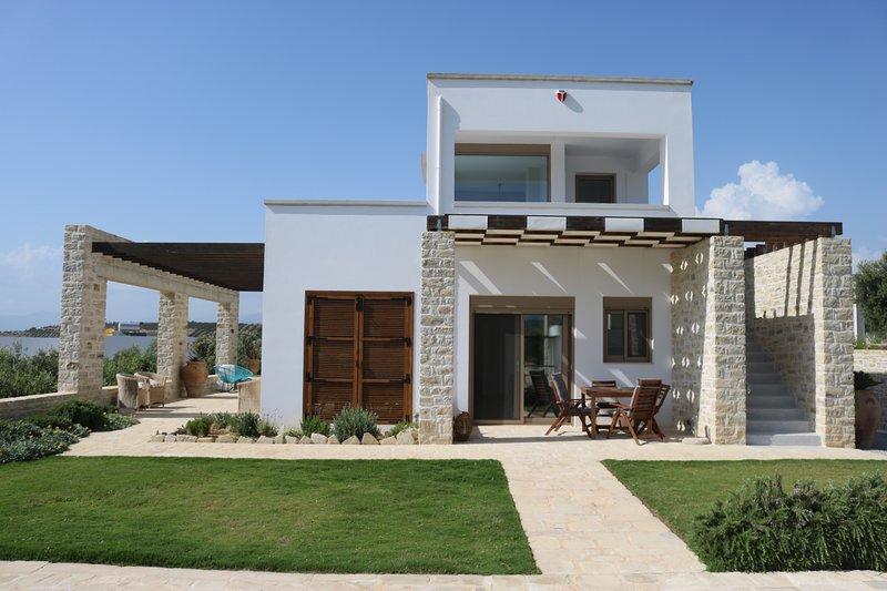 VILLA PSILI - Komfort & Design mit spektakulärem Blick, holiday rental in Matala