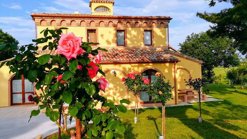 B&B COUNTRY HOUSE BORGO PRATOLE CAMERA TRIPLA, location de vacances à Appignano