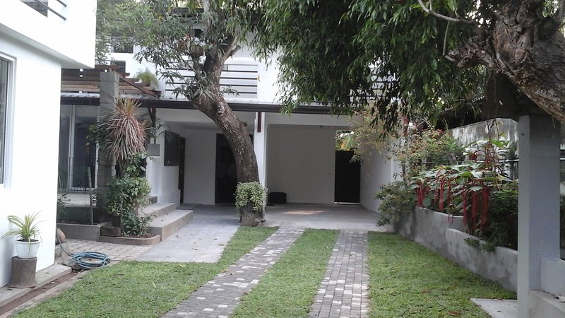 To discover Sri Lanka Lovely ensuite room, well located at affordable price, holiday rental in Battaramulla