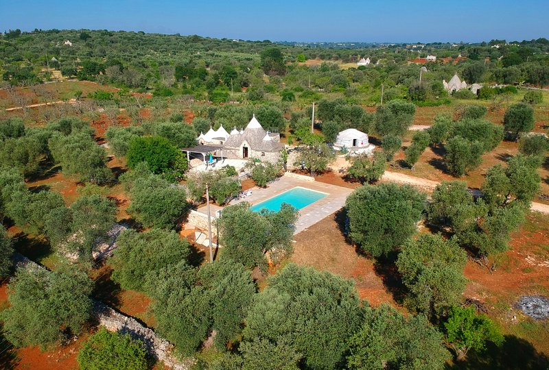 Trullo with private swimming pool in Ostuni, aluguéis de temporada em Ostuni
