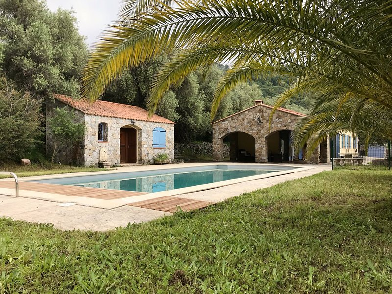 Piscine, villa & pool-house