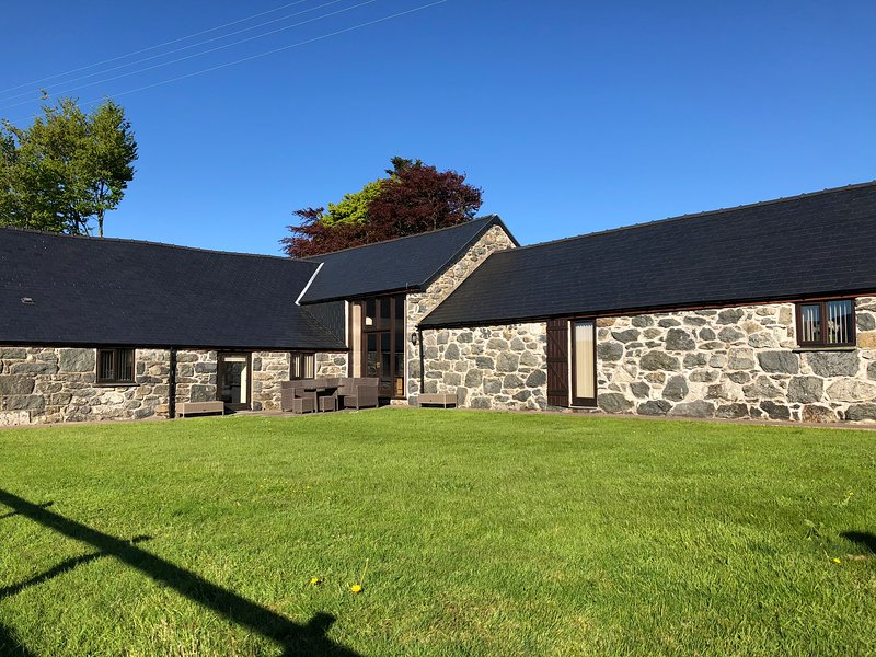 Holiday Barn Bala - Ysgubor Glandwr, vacation rental in Bala
